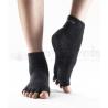 TOESOX protišmykové ponožky na jogu bez prstov - čierne